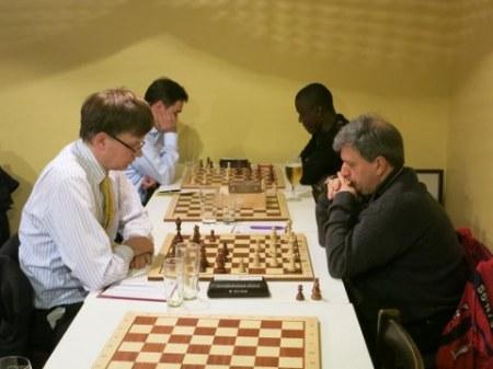Der neue Vereinsmeister (links vorn) bei seiner Partie gegen Slobodan